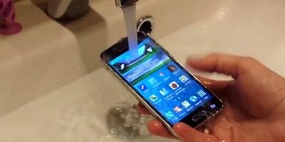 Samsung GALAXY S5 mini TEST WODOSZCZELNOŚCI water test full hd007